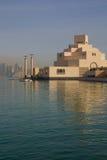 Środkowy Wschód, Katar, Doha, muzeum Islamska sztuka & Zachodni Podpalany Środkowy Pieniężny okręg od wschód zatoki okręgu, Fotografia Stock