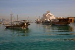 Środkowy Wschód, Katar, Doha, muzeum Islamska sztuka & Zachodni Podpalany Środkowy Pieniężny okręg od wschód zatoki okręgu, Zdjęcia Stock