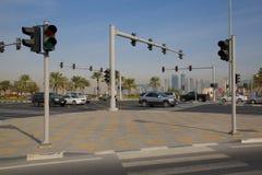 Środkowy Wschód, Katar, Doha, ruch drogowy na Corniche & Zachodni Podpalany Środkowy Pieniężny okręg, Zdjęcie Royalty Free