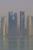 Środkowy Wschód, Katar, Doha, Zachodni Podpalany Środkowy Pieniężny okręg od wschód zatoki okręgu Zdjęcia Royalty Free