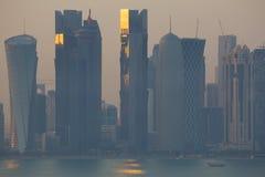 Środkowy Wschód, Katar, Doha, Zachodni Podpalany Środkowy Pieniężny okręg od wschód zatoki okręgu Fotografia Stock