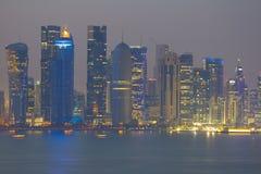Środkowy Wschód, Katar, Doha, Zachodni Podpalany Środkowy Pieniężny okręg od wschód zatoki okręgu Zdjęcie Royalty Free