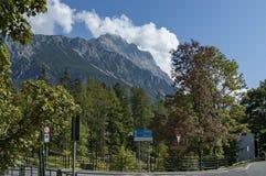 Środowisko na skrzyżowaniu w drodze Cortina d ` Ampezzo, dolomit, góra, Alps, Veneto Obraz Stock