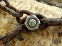 Śrubowi mienie łańcuchy zdjęcie stock