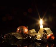 Świąteczna świeczka, baubles i faborek, Zdjęcie Stock