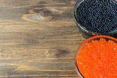Świąteczne kanapki z czerwonym i czarnym kawiorem Zdrowy i smakowity jedzenie Obraz Stock