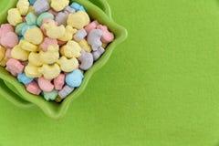 Świątecznego cukierku Pokryci Wielkanocni jajka Zdjęcia Stock