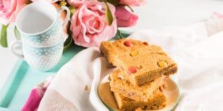 Świąteczni śniadaniowi maseł orzechowych bownies na pastelu sztandar Fotografia Stock