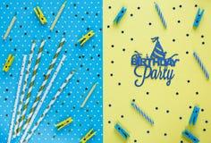 Świąteczny żółty tło z tytułowym przyjęciem urodzinowym na nim Wszystkiego Najlepszego Z Okazji Urodzin Partyjna dekoracja Minima obraz stock