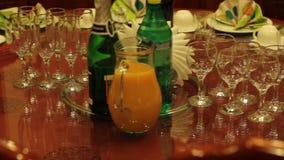 Świąteczny bankieta stół 90s, retro świętowanie wakacje w postsowieckim czasie zdjęcie wideo
