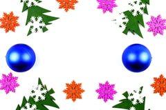 Świąteczny biały tło z Bożenarodzeniowymi dekoracjami Przestrzeń dla Zdjęcie Stock