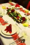 Świąteczny boże narodzenie stół w czerwieni Obraz Stock