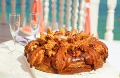 Świąteczny bochenek na stole Zdjęcia Royalty Free