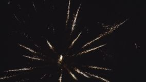Świąteczny fajerwerk, fajerwerki w nocnym niebie zdjęcie wideo