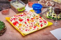 Świąteczny gość restauracji w domu, święto bożęgo narodzenia Wyśmienicie kwaśnej śmietanki tort Obrazy Stock
