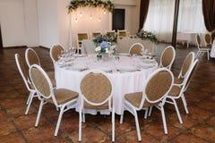 Świąteczny lunch przy restauracją Ślubny stół dla gości Zdjęcia Royalty Free