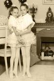 Świąteczny małych dziewczynek ściskać Zdjęcia Stock