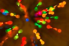 Świąteczny nastrój od kolorowych świateł w zmroku Skutek elegancki bokeh od świateł Bożenarodzeniowa girlanda shinny obraz stock