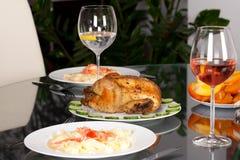 Świąteczny posiłek na obiadowym stole, cropped widok zdjęcie stock