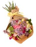Świąteczny prezenta bukiet z bzem, różami i orchideą, kwitnie odosobnionego na bielu Obrazy Stock