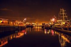 Świąteczny salut fajerwerki na nowy rok nocy Na Styczniu 1, Netherland, 2016 w Amsterdam - Obrazy Stock