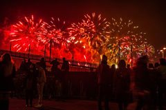 Świąteczny salut fajerwerki na nowy rok nocy Na Styczniu 1, Netherland, 2016 w Amsterdam - Obrazy Royalty Free