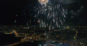 Świąteczny salut w nocnym niebie zdjęcie wideo