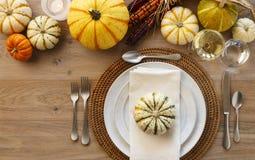 Świąteczny spadku dziękczynienia stołu położenia miejsca położenia domu wystrój zdjęcie stock