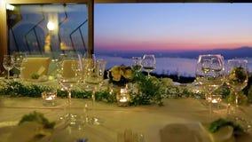 Świąteczny stół przy zmierzchem zdjęcie wideo