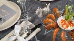 Świąteczny stół z krewetkowym naczyniem swobodny ruch zbiory wideo