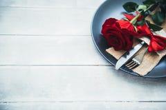 Świąteczny stołowy położenie dla walentynki ` s dnia fotografia stock