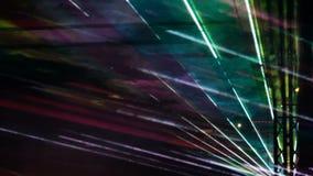 Świąteczny występ Światło laseru promienie różni kolory błysną abstractly przeciw ciemnemu tłu zdjęcie wideo