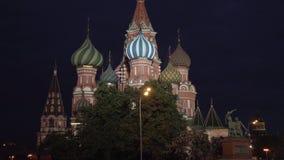 Świątobliwa basilu ` s katedra jak przeglądać od placu czerwonego przy noc zapasu materiału filmowego wideo zbiory wideo