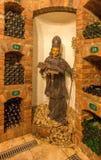Świątobliwa Miastowa rzeźbiąca statua od wnętrza wino loch wielki Słowacki producent. Zdjęcia Royalty Free
