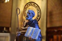 Świątobliwa postać z biblią w kościół katolickim Fotografia Stock