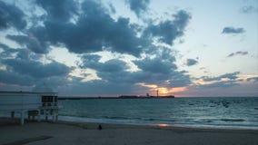Świątobliwa Sebastian latarnia morska przy zmierzchu Cadiz Hiszpania time lapse zbiory