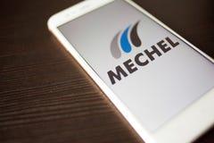 ŚWIĄTOBLIWY PETERSBURG ROSJA, MAJ, - 14, 2019: Logo Rosyjska firma Mechel na smartphone ekranie obraz stock
