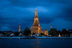 Świątynia świt przy nocą Obrazy Stock