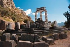 Świątynia Athena pronoia przy Delphi wyrocznii archeologicznym miejscem Zdjęcie Royalty Free