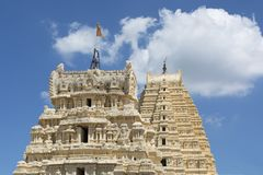 Świątynia góruje Virupaksha świątynia przy Hampi, India obraz stock