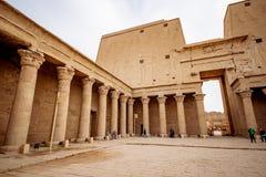 Świątynia Horus kolumnada jeden dobrze konserwować świątynie w Egipt obraz stock