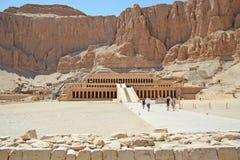 Świątynia królowa Hatshepsut w Luxor blisko doliny królewiątka obraz royalty free