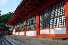 Świątynia lub świątynia z wiele lampionów wieszać obrazy stock