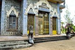 Świątynia na 'mężczyzna góry' miejscu 1975-79 tortur Khmer Rouge - zdjęcie royalty free