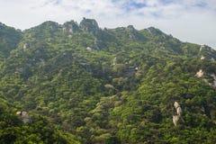 Świątynia na zboczu przy Bukhansan parkiem narodowym w Seul zdjęcie stock