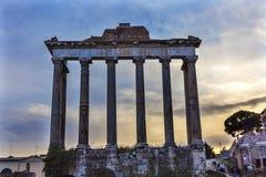 Świątynia Saturn Korynckich kolumn Romański forum Rzym Włochy Zdjęcie Stock