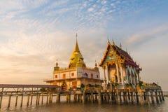 Świątynia stojak w morzu Zdjęcia Royalty Free