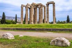 Świątynia także znać jako kolumny Olimpijski Zeus lub Olympieion przy centrum Ateny miasto Olimpijski Zeus obraz stock