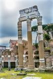 Świątynia Vespasian Korynckich kolumn Romański forum Rzym Włochy Obraz Stock
