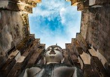 Świątynia wielki sztukateryjny Buddha wizerunek w Sukhothai Zdjęcia Stock